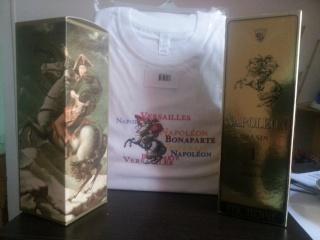 t-shirt et bouteilles de cognac