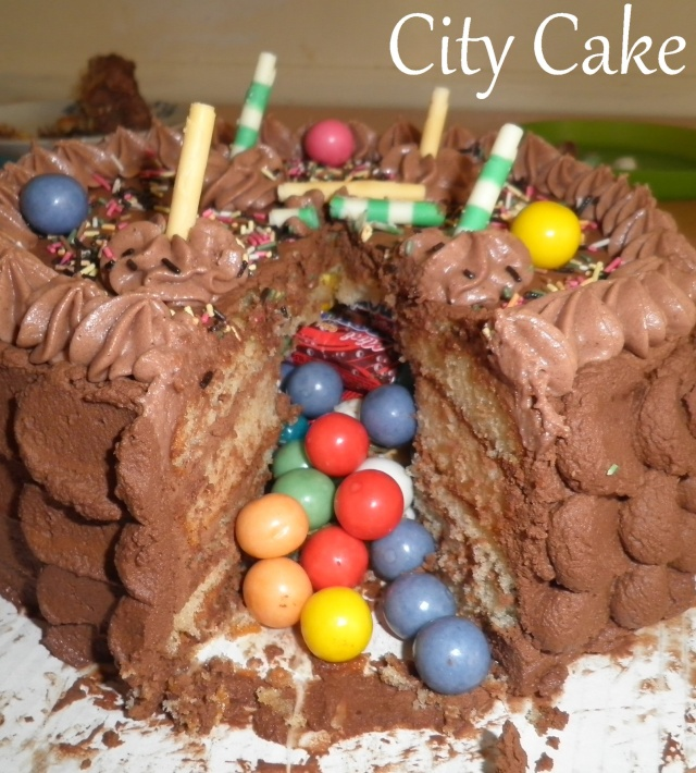 Gateau surprise au chocolat - Gateau surprise anniversaire ...