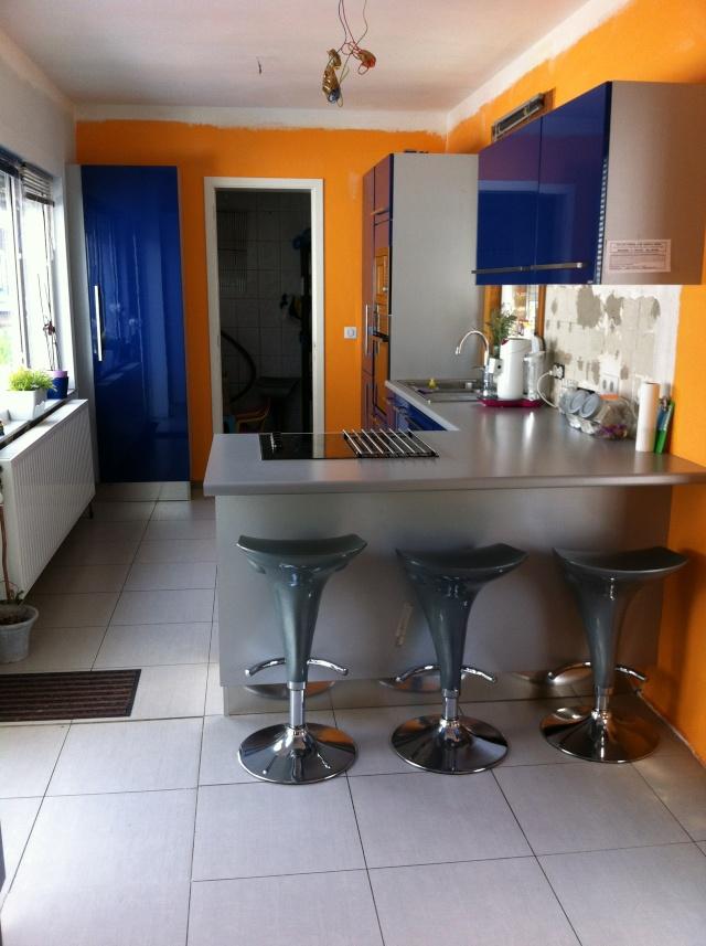 Sabri repeint sa cuisine meuble de cuisine bleu for Meuble cuisine repeint