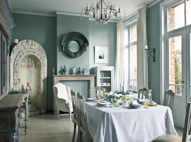La salle manger les tissus se mettent table for Rideaux pour salle a manger