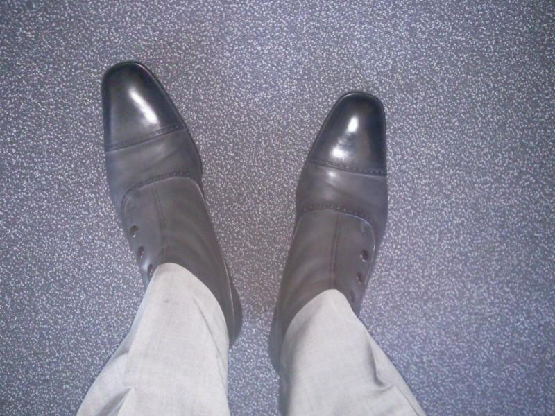 chaussures grises costume gris. Black Bedroom Furniture Sets. Home Design Ideas