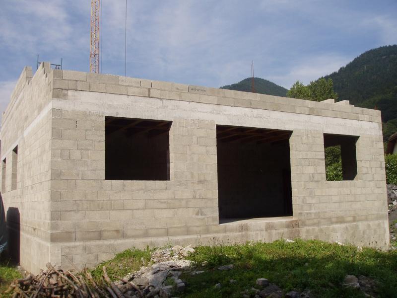 Construction d 39 un garage avec habitation for Monter un garage en parpaing