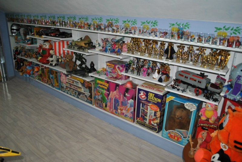 vitrines comment exposez vous votre collection. Black Bedroom Furniture Sets. Home Design Ideas
