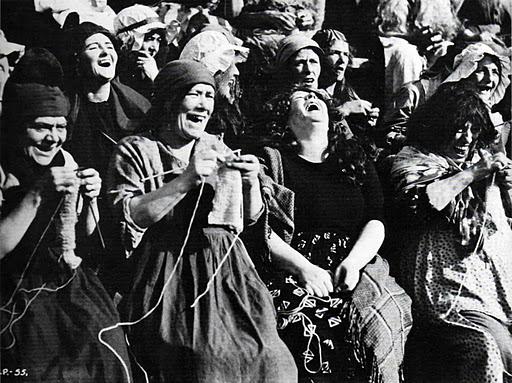 Knitting Lady At Guillotine : Les tricoteuses furies de la guillotine